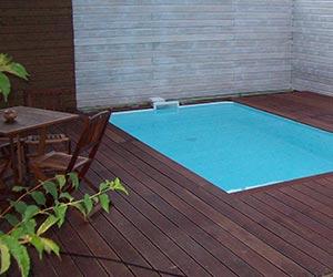 Pose de coques de piscines en polyester terrassement et for Piscine coque polyester albi